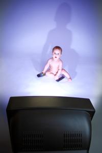 bébé-devant-la-télé